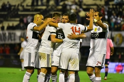 Dos imperdibles partidos se juegan este domingo por el Clausura