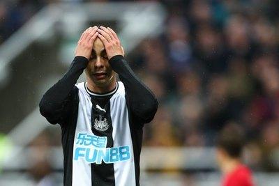 Newcastle empató ante el 'Wolves' y Almirón estuvo cerca de anotar