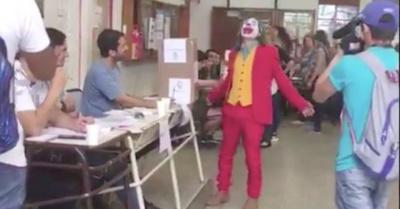 """""""The Joker"""" votó en  las elecciones curepas"""