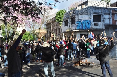Campesinos se movilizan en la capital y ocho departamentos
