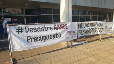 HOY / Recorte de presupuesto en  Ande lleva a sindicato a  protesta y amenaza de paro