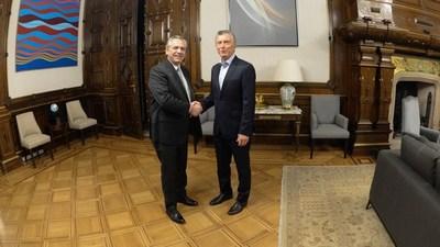Macri y Fernández se reúnen para abordar la transición tras el triunfo del peronista