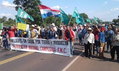 HOY / Protesta campesina en varios  puntos del país, sin violencia