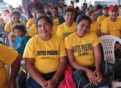 Gobierno entrega 900 subsidios habitacionales a familias de 6 departamentos