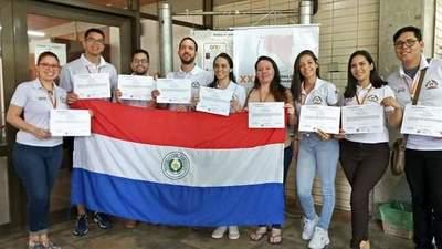 Jóvenes investigadores de la UNE obtienen premios en Sao Paulo