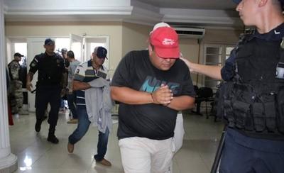 HOY / Imputan a 21 agentes policiales, tras descubrirse esquema de protección a narcos
