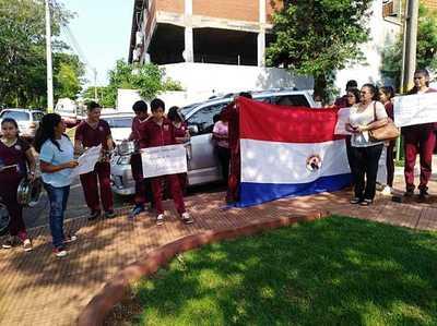 Conflicto por terreno entre institución educativa y vecinos en Presidente Franco