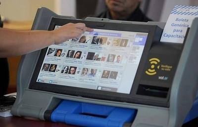 """HOY / TSJE licita máquinas electrónicas por US$ 22 millones: Tufo a cocinada y riesgos de """"hackeada"""" en elecciones"""