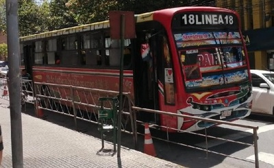 """MOPC informa que el """"18 rojo"""" no tiene permiso para circular"""