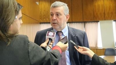 """Diputado tilda de """"sicario"""" a ex embajador"""
