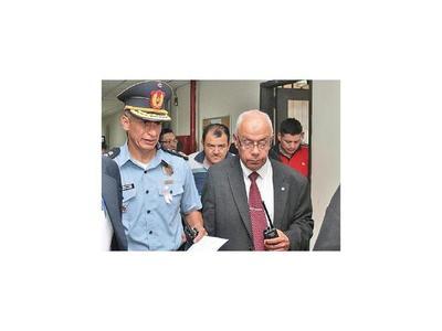 Dan prisión a los 20 policías detenidos