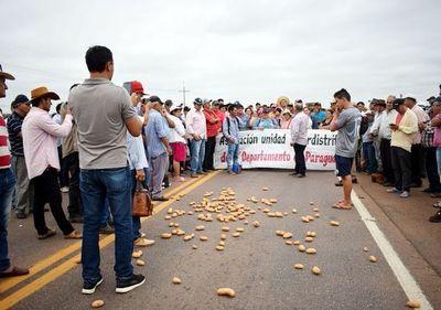 Productores de papa y cebolla cerraron ruta