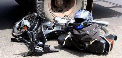 Bus atropella y mata a motociclista sobre Acceso Sur