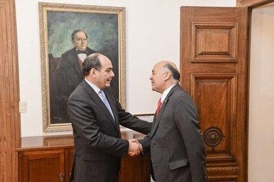 Jorge Ulloa presenta cartas credenciales como nuevo embajador chileno en Paraguay