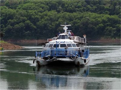 Empieza a operar catamarán en el puerto histórico de Pdte. Franco