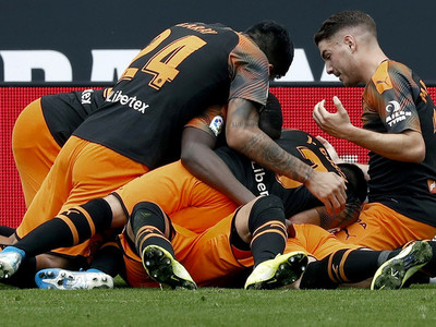 Valencia triunfa ante un Espanyol que sigue sin ganar de local