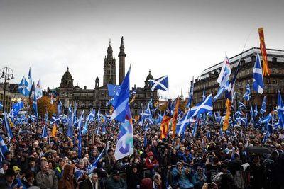 Miles de escoceses marchan por nuevo referéndum de independencia