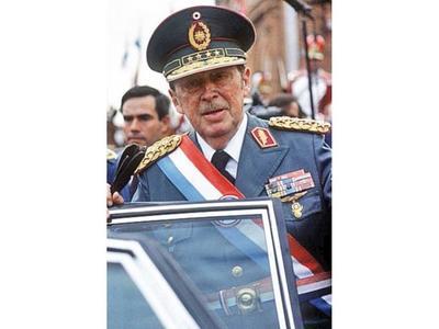 """Víctimas de la dictadura hablan de fecha """"infeliz"""""""
