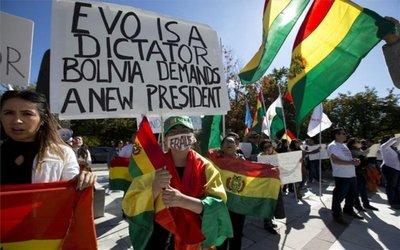 Líderes de grupos cívicos de Bolivia dan 48 horas a Morales para renunciar