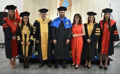 Distinguen  a cónsul por   apoyo a la educación