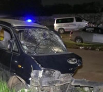Dos fallecidos y seis heridos en violento percance vial