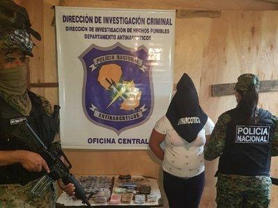 Dos detenidas tras allanamiento de antinarcóticos en Pelopincho