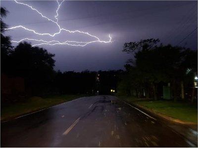 Rige alerta de tormentas para cinco departamentos del país