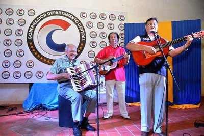 """""""Lunes Folclórico"""" vuelve a brillar en Luque •"""