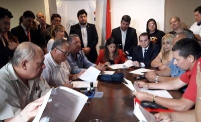 HOY / Autoridades logran acuerdo con guardiacárceles y funcionarios del Registro Civil: se desactiva medida de fuerza