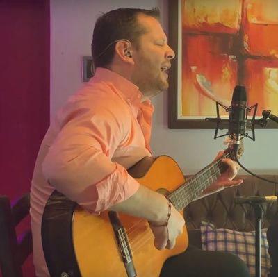 Aldo Franco presenta videoclips grabados en vivo