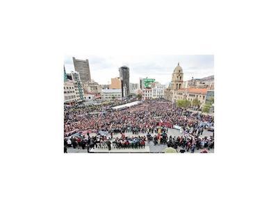Estudiantes bolivianos llevan la protesta cerca de Morales