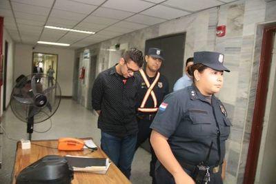 Médico procesado por asesinar a su joven pareja, se quitó la vida en Tacumbú