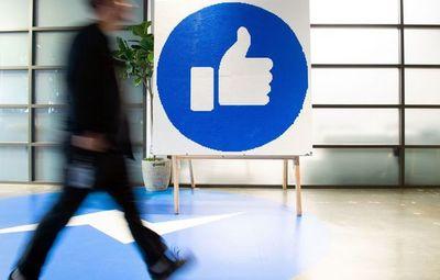 Alcance de las noticias falsas en Facebook crece a un año de elección en EEUU