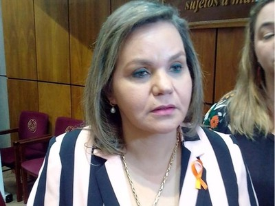 Utilización de urnas electrónicas generará un caos, según senadora