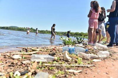 Sin un ente de control será difícil depurar el lago Ypacaraí, dice hidrólogo