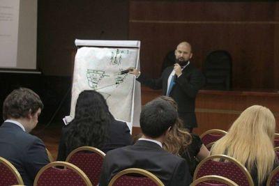 Funcionarios se instruyen sobre diplomado en Derecho Constitucional