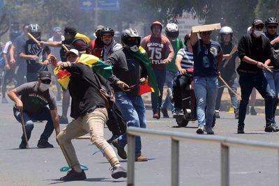 Anti y pro Evo pelean en las calles de Bolivia