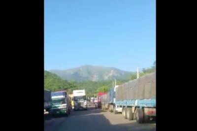 HOY / Camioneros paraguayos varados en Bolivia piden ayuda