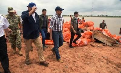 Presidente verificó situación y tareas de limpieza ante bajante del río Paraguay
