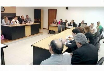 Jueces de Paz de Central en conversatorio sobre Ley 6069