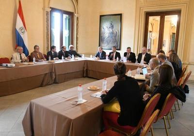 Autoridades y técnicos del Banco Mundial socializan plan habitacional para la Chacarita