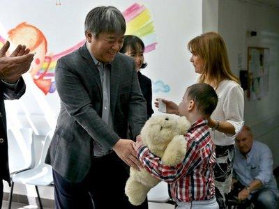 Un robot japonés, la nueva mascota de niños enfermos de cáncer en Uruguay