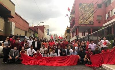 """HOY / Elecciones juveniles de la ANR en riesgo: repudian injerencia de """"dinosaurios"""" de la política"""