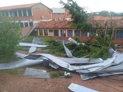Colegio afectado por temporal será reparado la próxima semana