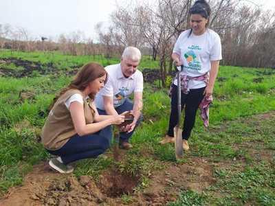 Con reposición de plantines inicia el Plan Maestro Parque Guasú