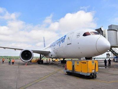 Uno de los aviones más eficientes del mundo aterriza en Paraguay