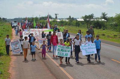 Exigen infraestructura en Educación en Yaguareté Forest