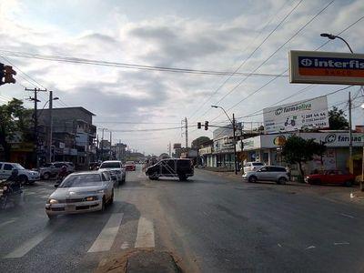 Transitado cruce en Fernando de la Mora, sin semáforos