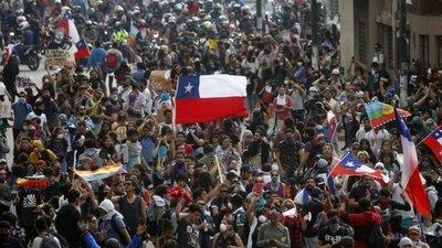 """EN VIVO: Chilenos salen a las calles con """"La tercera marcha más grande de Chile"""""""