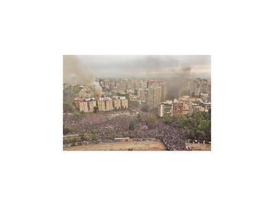 Marcha  en Santiago con incidentes, incendio y saqueos
